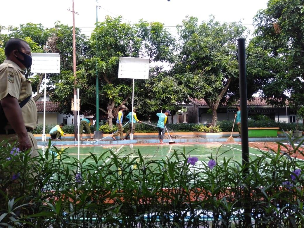 Pencucian Sarana dan Prasarana RTHP Taman KEHATI, Kelurahan Demangan, hari Senin, Tanggal 15 Juni 20